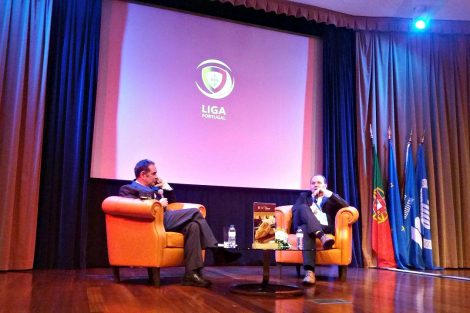 Moderador do debate e Germano Almeida, diretor de comunicação na Liga Portugal
