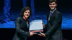 Marisa Sousa recebe, em nome da UP, o troféu universitário de clubes
