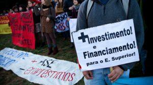 Estudantes do ensino superior manifestam-se contra preços nas cantinas | Foto: Público