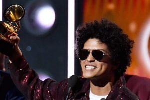 Bruno Mars foi o grande vencedor dos Grammys. Imagem de Jeff Kravitz/FilmMagic