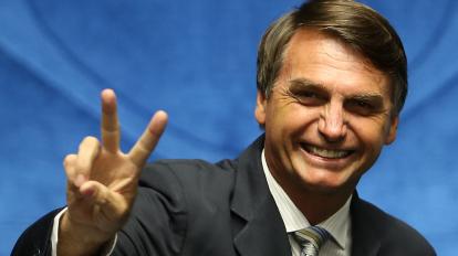 Jair Bolsonaro é um dos muitos nomes que já se apresentaram como pré-candidatos à presidência brasileira. Destaca-se pelos seus ideais polémicos.