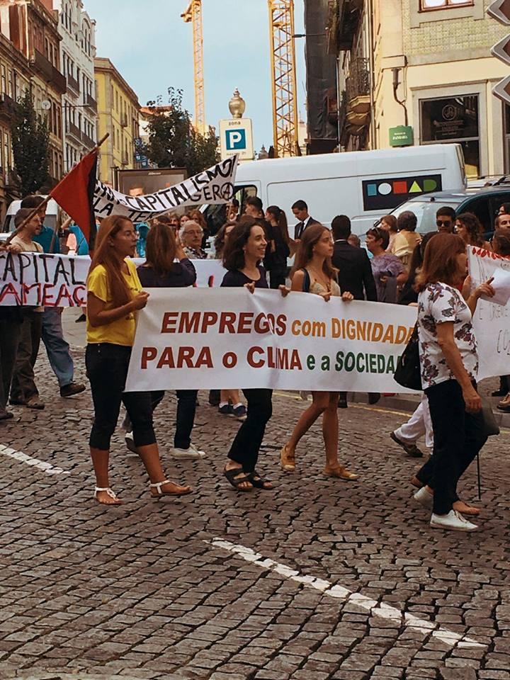 Manifestantes na Rua Mouzinho da Silveira
