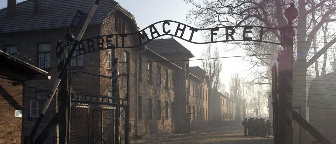 Fotografia: Site Mega Curioso Vista exterior de Auschwitz, Polónia.