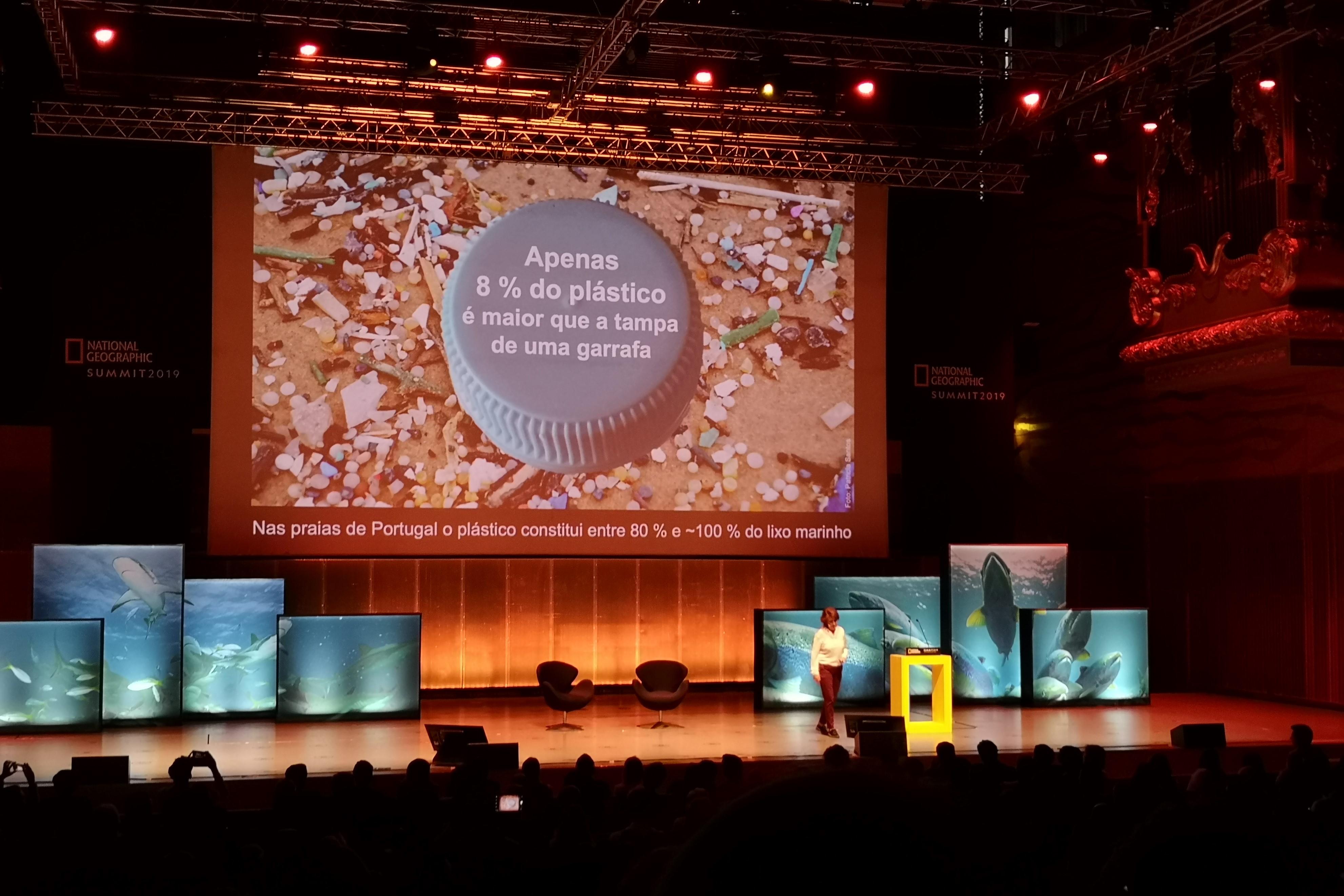 Intervenção de Paula Sobral, Especialista em microplásticos e lixo marinho. Fotografia: Mariana Miranda.
