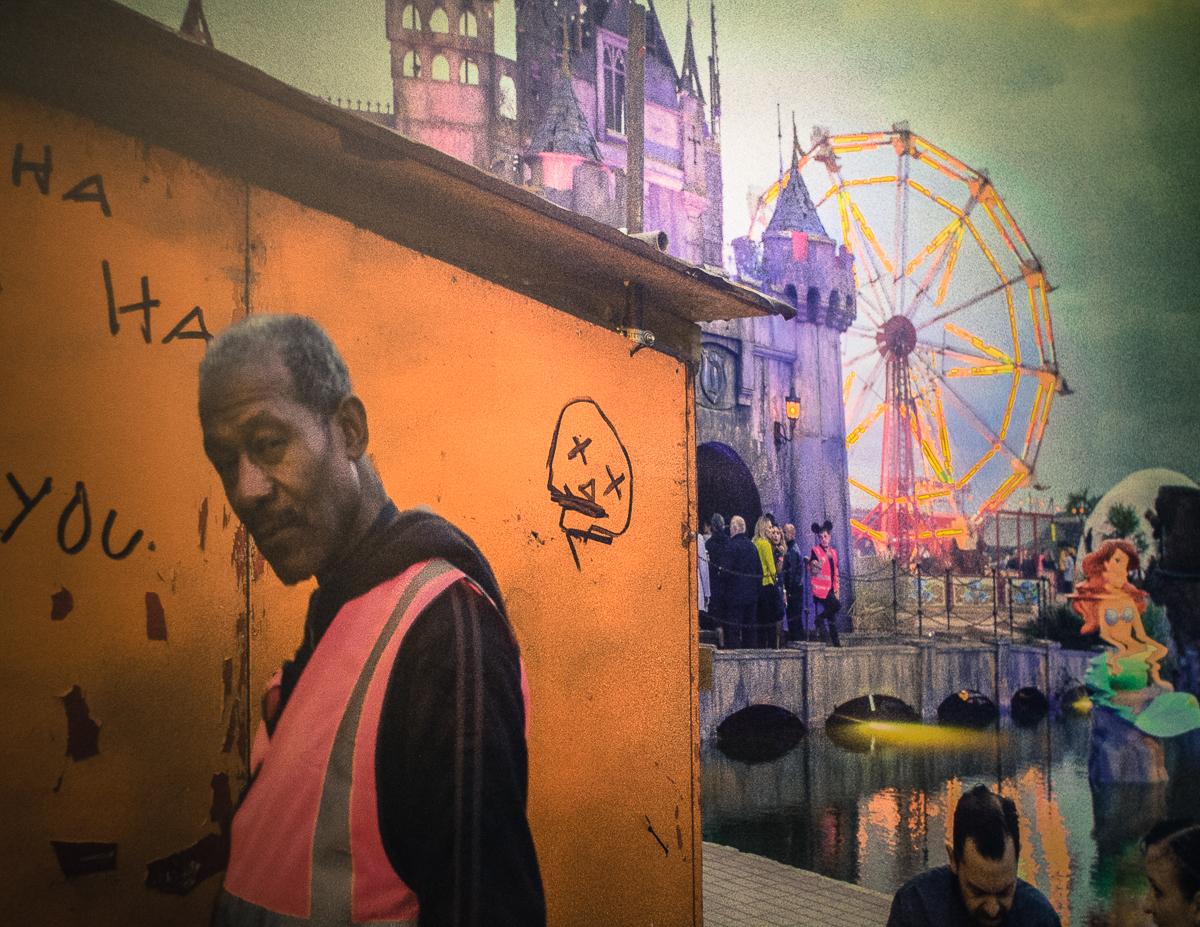 """Dismal Steward"". Banksy: Dismaland (2015). Fotografia: Daniel Dias (infomedia)"