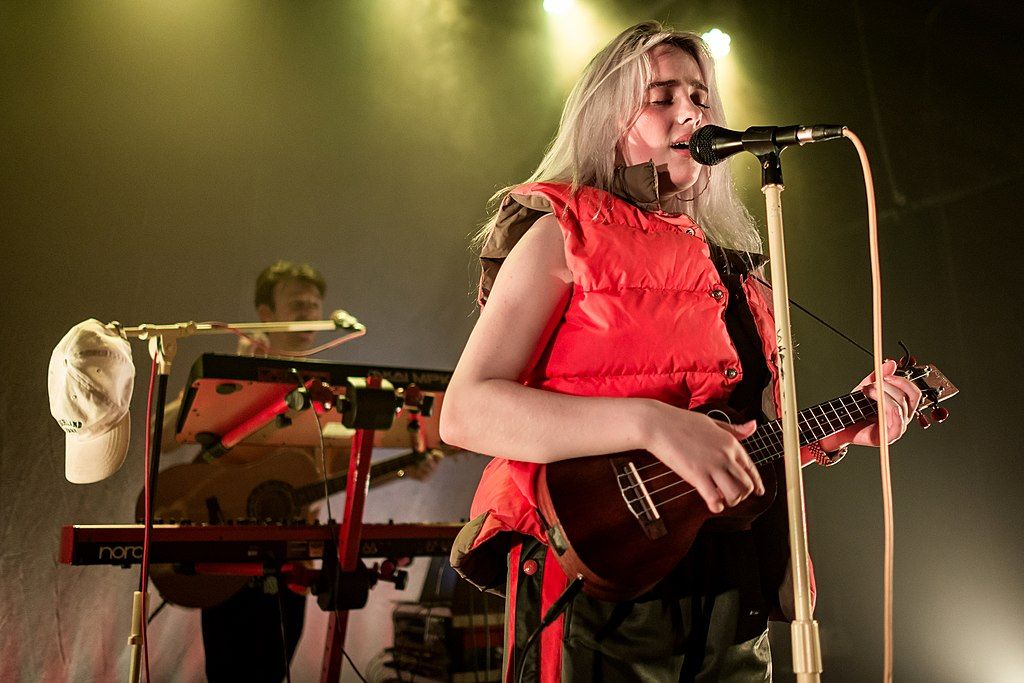 1024px-billie_eilish_-_los_angeles_2017_06