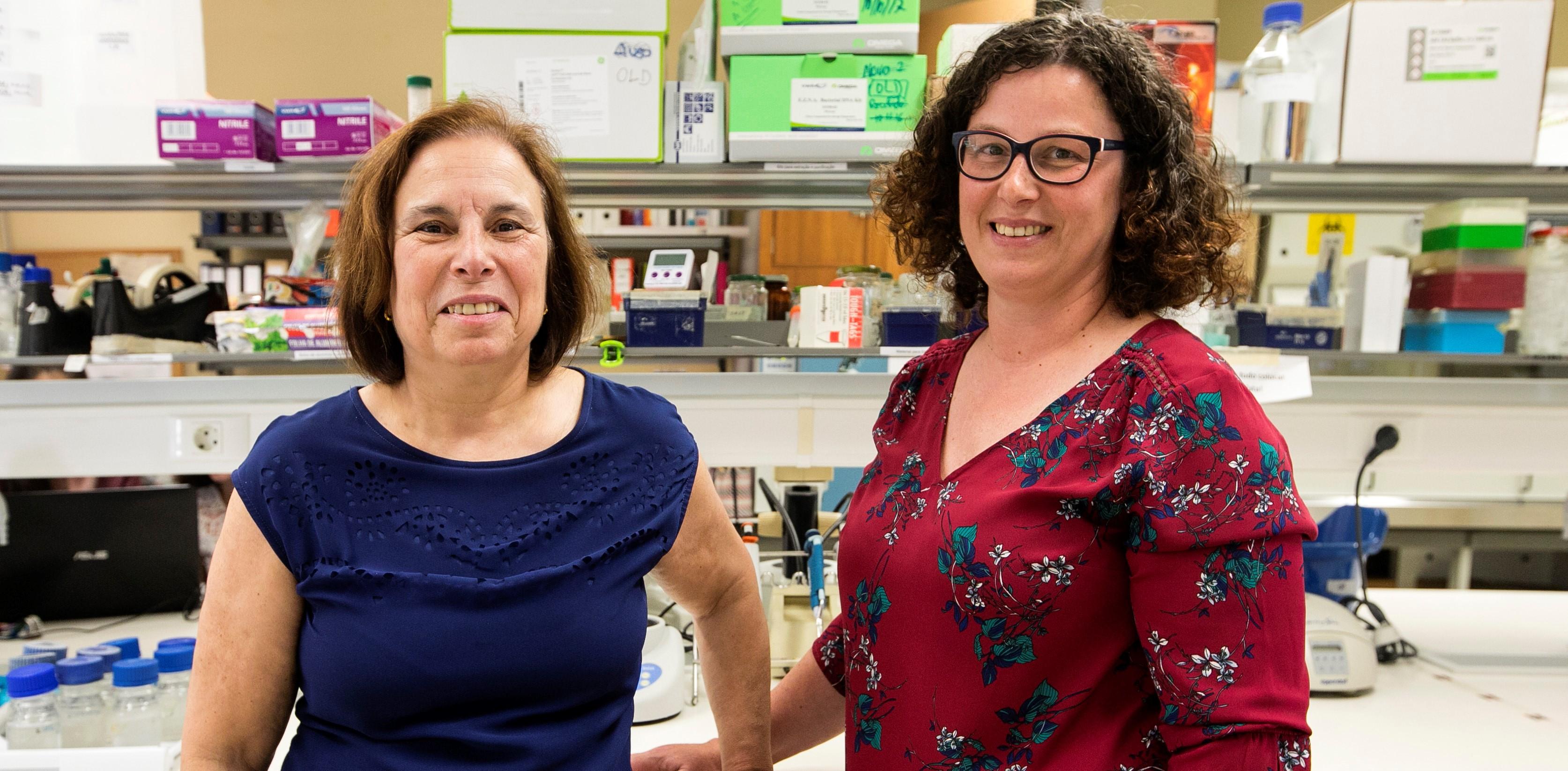 Olga Lage e Sara Antunes, docentes e investigadoras da FCUP. Fotografia: Miguel Marques Ribeiro.