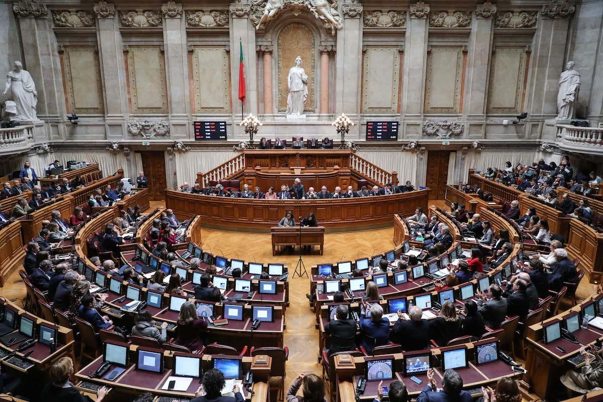 O primeiro-ministro, António Costa (C), intervém durante debate quinzenal, na Assembleia da República, em Lisboa, 11 de dezembro de 2018. MIGUEL A. LOPES/LUSA