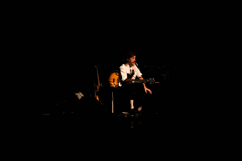 Tim Bernardes. Fotografia: Sara Brandão