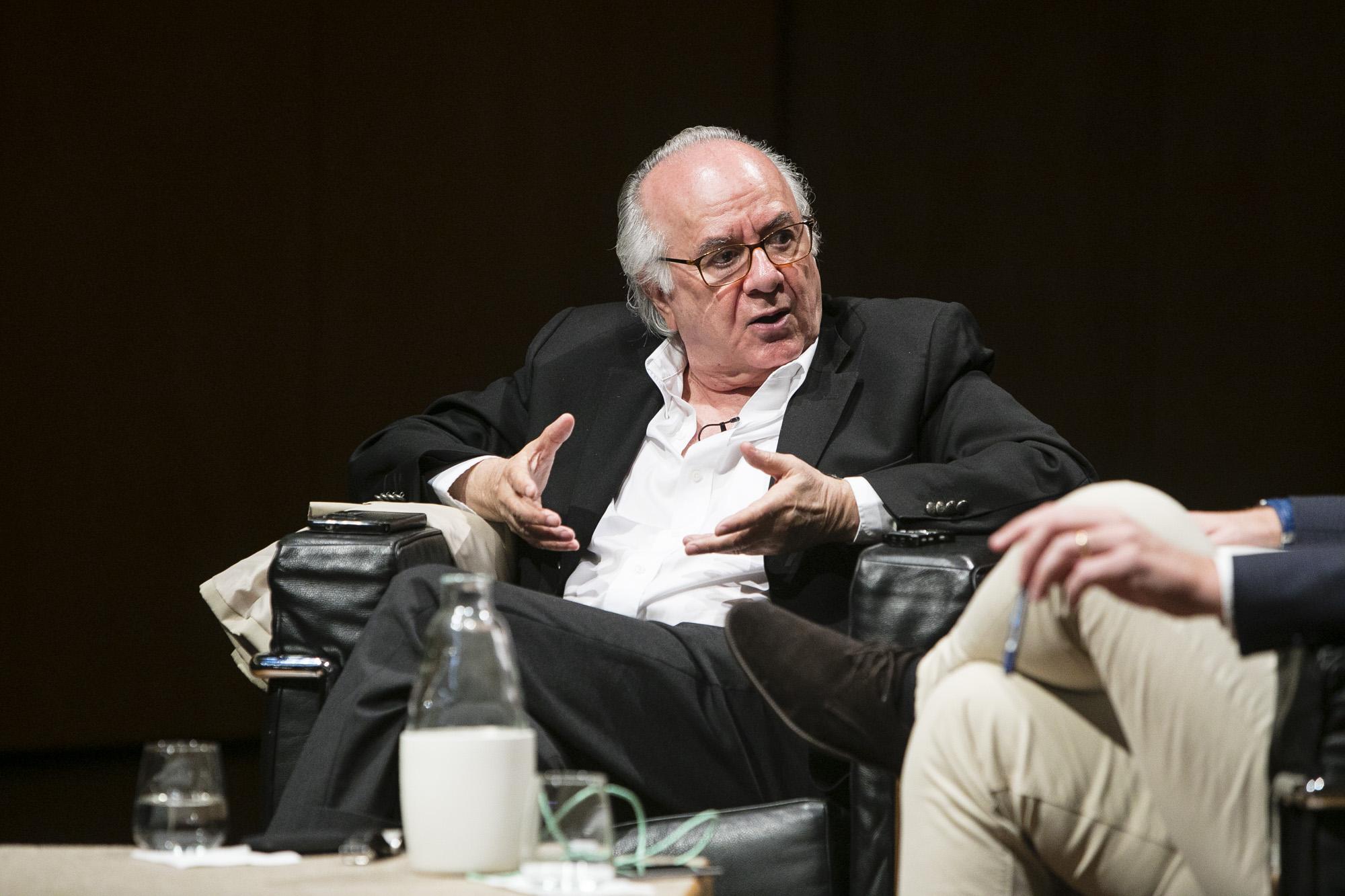 Boaventura de Sousa Santos deu, no Porto, a conferência: ''Estamos num período de Globalização ou Des-globalização?'. Fotografia: Miguel Marques Ribeiro
