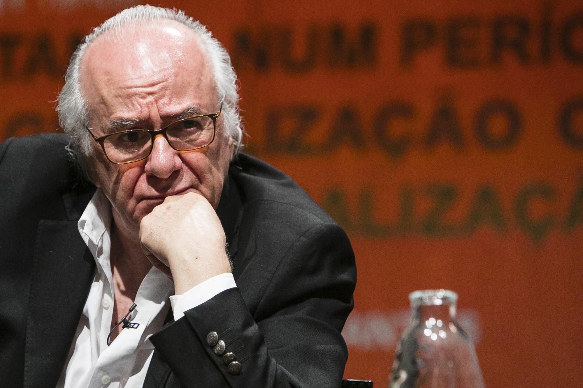 Boaventura Sousa Santos deu, no Porto, a conferência: ''Estamos num período de Globalização ou Des-globalização?'. Fotografia: Miguel Marques Ribeiro