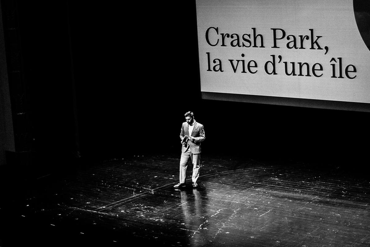 """Tiago Guedes apresenta a peça """"Crash Park, la vie d'une île"""", que ocupa o Rivoli nos dias 15 e 16 de novembro. Fotografia: Daniel Dias."""