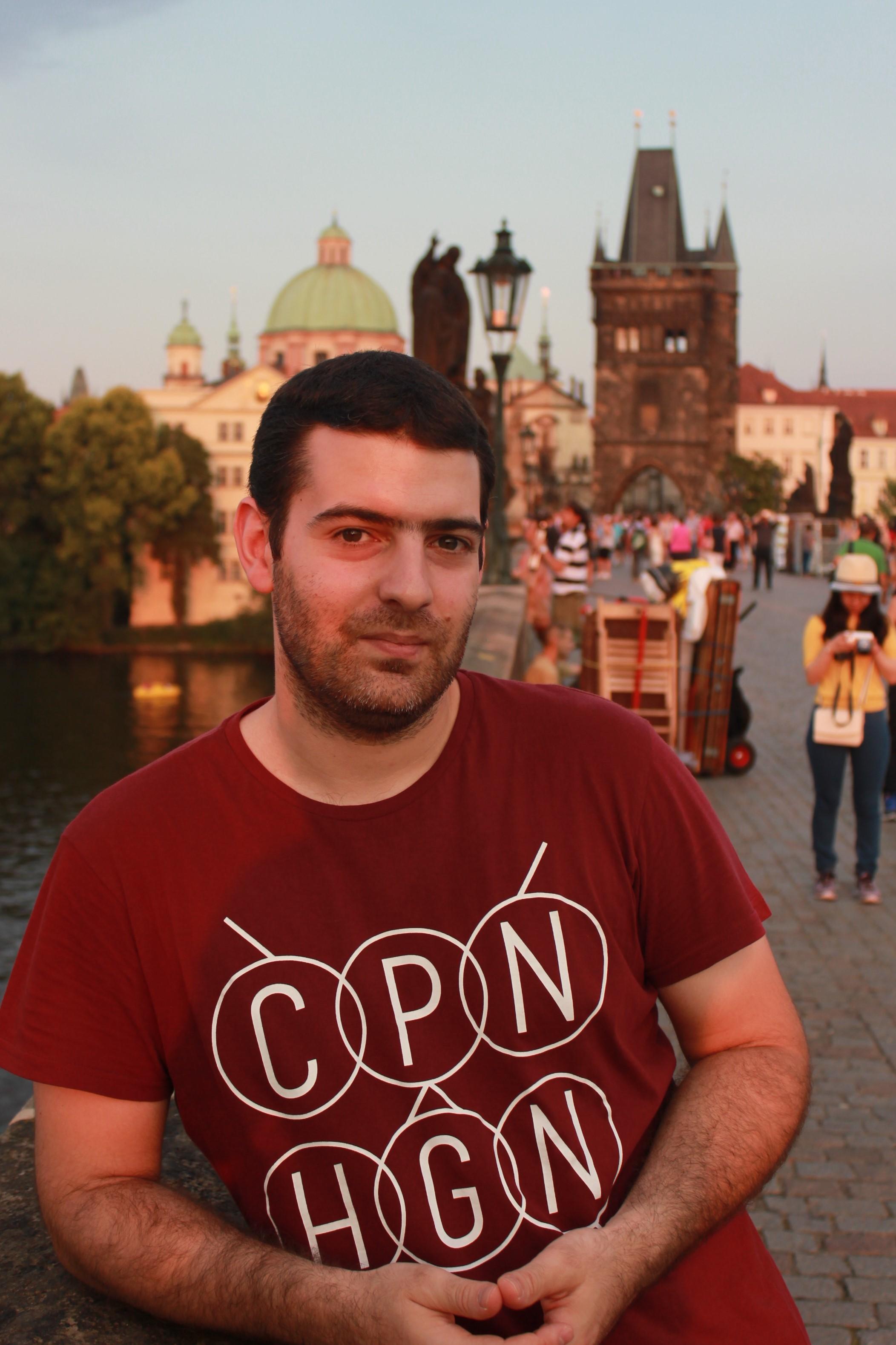 Sérgio Batista estudou na FCUP, doutorou-se em França e é atualmente investigador nos Emirados Árabes Unidos