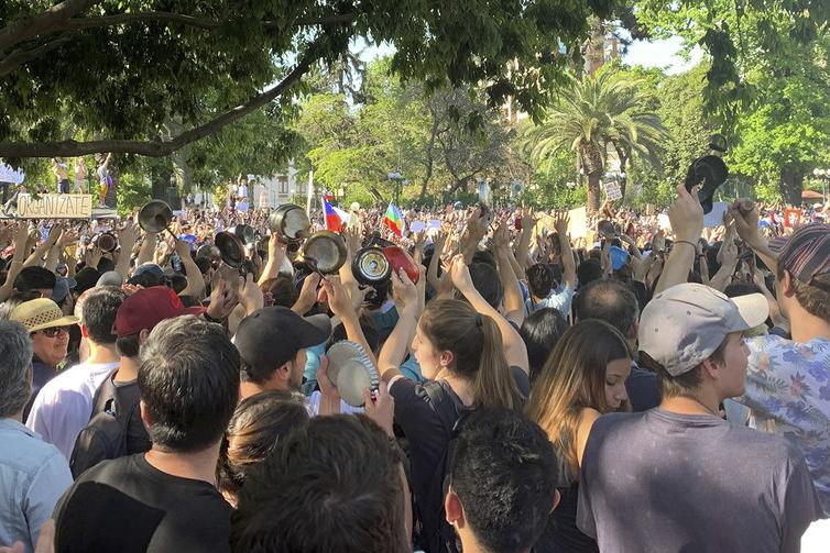 UN News/ Diana Leal - Manifestação nas ruas de Santiago do Chile, em Outubro de 2019.