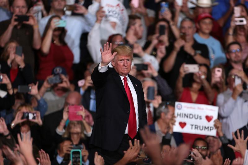 Donald Trump e os seus apoiantes na Campanha Make America Great Again. Foto: Gage Skidmore, Flickr