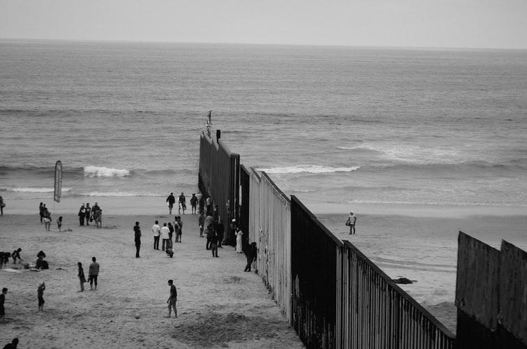 Muro entre os EUA e Tijuana, México. Foto: Max Böhme, Unsplash |