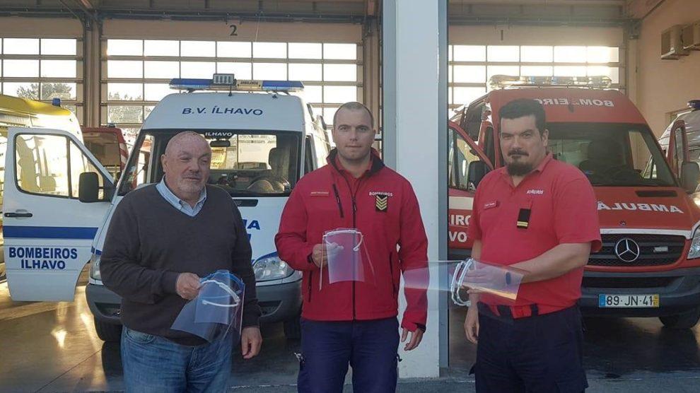 Bombeiros Voluntários de Ílhavo recebem viseiras. Fonte: Grupo de Cidadãos Anónimos do COVID-19 Aveiro/Coimbra.