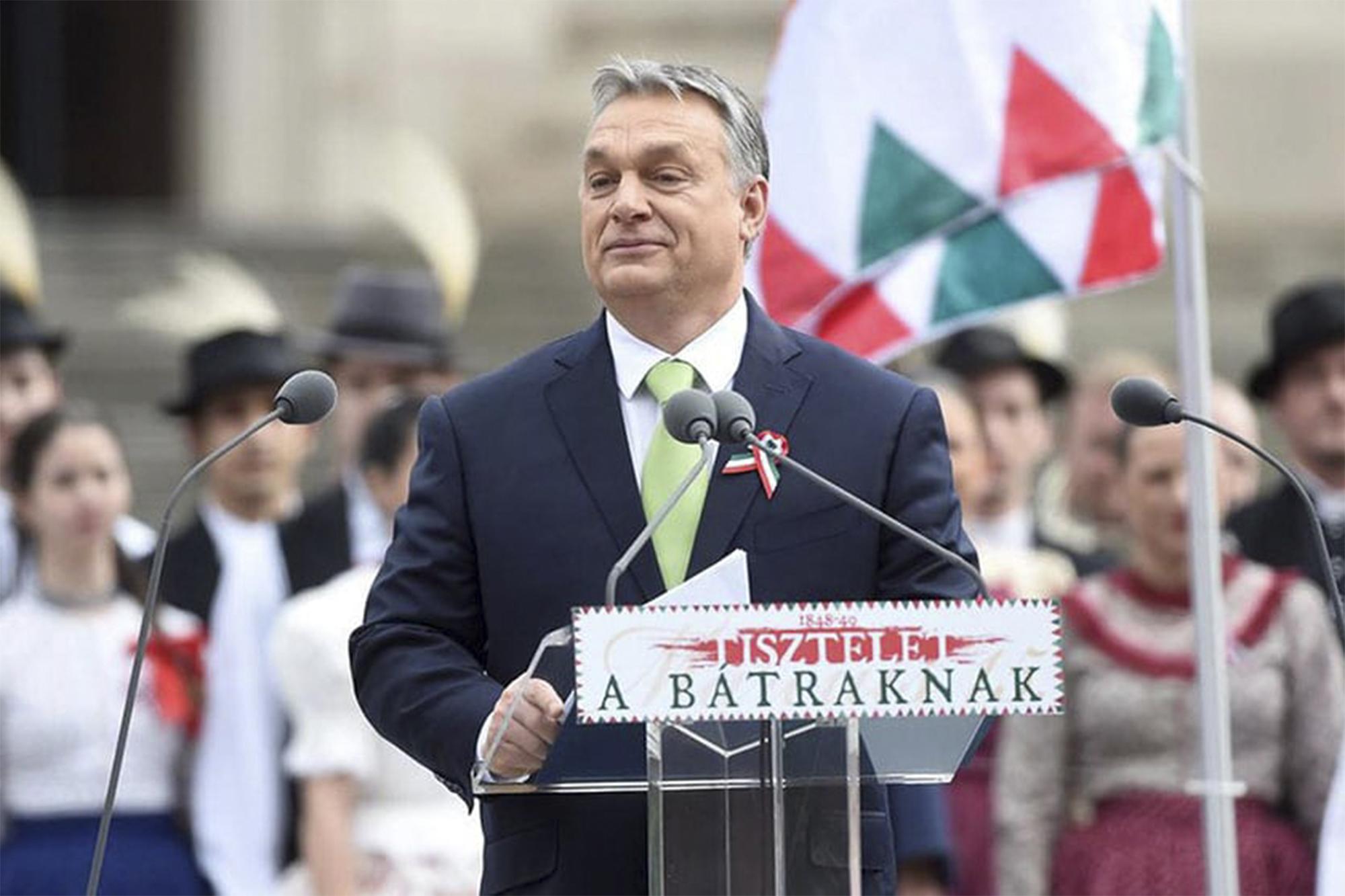 Viktor Orban, primeiro-ministro húngaro, discursa a 15 de Março. em Budapeste, durante as comemorações da Revolução de 1848. Fonte: https://fidesz-eu.hu