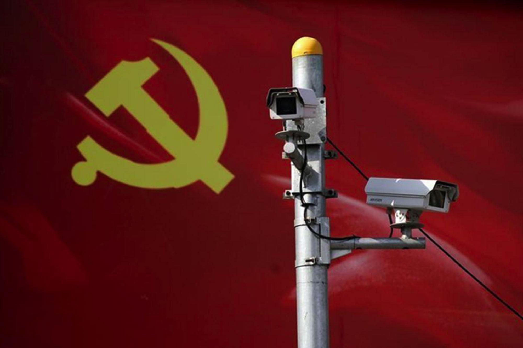 Câmara de video-vigilância numa rua chinesa. Fonte: Financialexpress.com